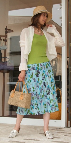 アンテルリネエールのプリント柄のスカート
